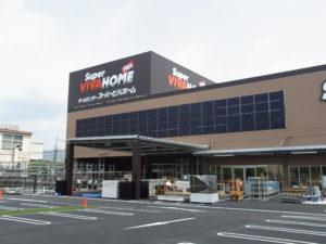 ホームセンター壁面の太陽光発電設備 (兵庫・伊丹市)
